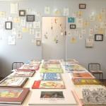 展覧会の様子。壁面に刺繍日記を飾りました。
